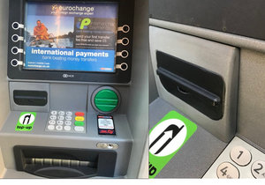Na bankomatu se skrývala past.