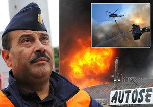 Antonín Šustr pracuje u pražských hasičů přes 28 let. Coby velící důstojník směny zasahoval i u požáru haly v Hostivaři.