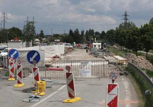 Oprava Českobrodské vstupuje do další fáze. Řidiče čeká téměř půlroční martyrium