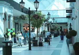 Třetí outletové nákupní centrum v Česku se otevřelo veřejnosti.
