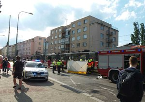 Tragická nehoda na Břevnově: Tramvaj zabila chodkyni, řidička se zhroutila