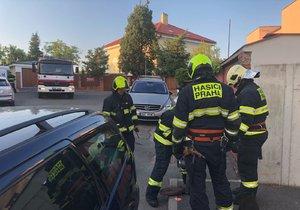Hasiči zasahovali u požáru u vily Karla Gotta na Bertramce.