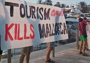 Španělé nejsou spokojeni s náporem turistů, který se do jejich země hrne