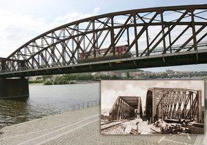 Železniční most pod Vyšehradem měl předchůdce. Výměnu stihli za tři dny, teď má jít k zemi