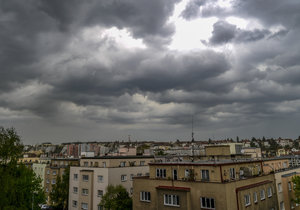 Zpočátku dne bude oblačno, ojediněle s přeháňkami nebo deštěm