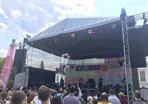 Na festival Mezi ploty do Bohnic dorazilo přibližně 20 tisíc lidí.