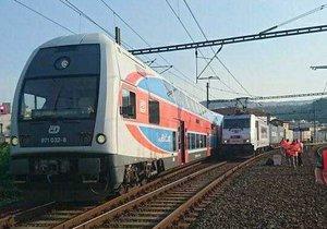 Stržené trakční vedení ochromilo železniční dopravu. Stovky vlaků vůbec nevyjely