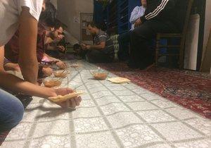 Takto vypadá tradiční večeře po čas ramadánu, tzv. Iftar.