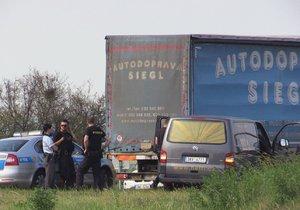Na dálnici D10 ve směru na Mladou Boleslav zemřel za podivných okolností řidič kamionu.