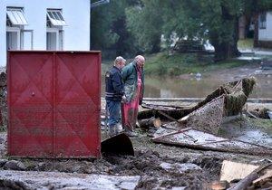 Blesková povodeň zatopila v podvečer 1. června 2018 v Jestřebí na Jihlavsku dvě desítky domů, podemlela silnici a bahnem zanesla před necelým týdnem zkolaudovaný obecní rybník. Vrstva krup dosahovala místy až 120 cm.