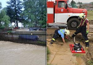 Plné ruce práce měli kvůli bouřce, přívalovému dešti a bleskovým záplavám hasiči v Moravskoslezském kraji