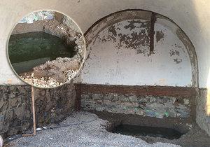 Kaluže vody a opadávající omítka: Takhle vypadají kobky na náplavce v průběhu rekonstrukce