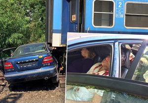 SŽDC uspořádala simulovanou srážku vlaku s autem, varuje tím všechny řidiče.