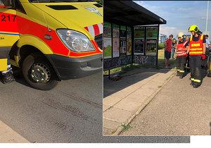Muže na autobusové zastávce v ulici Průmyslová s křižovatkou Rabakovská srazil autobus a odjel.