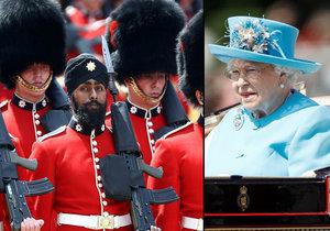 Voják Charanpreet Singh Lall vystoupil na přehlídce pro královnu v turbanu.