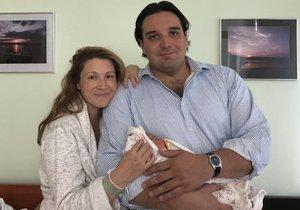 Adamu Plachetkovi a Kateřině Kněžíkové se narodila dcera Barborka.