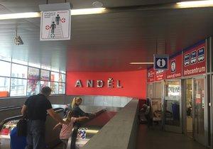 Vstup do zrekonstruovaného metra Anděl