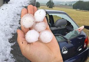 Hrůza na Folmavě: Kroupy jak golfové míčky a během chvíle 20 cm vody v restauraci