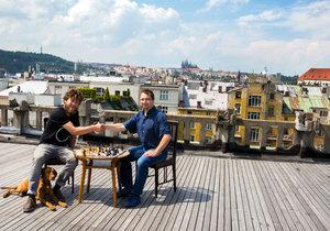 Šachoví velmistři v Lucerně a na Kampě: Hlavním lákadlem je zápas Navary a Pentaly Harikrishny