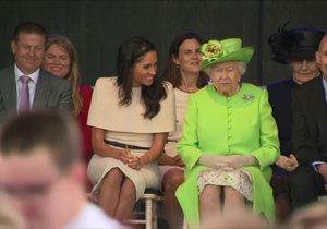 Královna Alžběta a vévodkyně Meghan poprvé samy spolu na akci