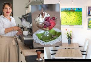 Martina Schiffmannová vede kavárnu s galerií rok a půl. Opustila kvůli tomu lukrativní zaměstnání v módním odvětví. Jak dnes říká, práce v kavárně ji plně uspokojuje.