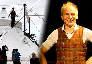 Švýcarský provazochodec a akrobat David Dimitri