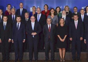Evropská komise v plné síle. Každá země má svého zástupce, celkem má proto 28 členů. Nová Komise už bude o jednoho člena chudší