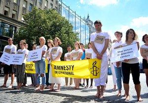 Mučení, držení v detenci, vykořisťování a znásilňování je pro mnohé uprchlíky a migranty v Libyi každodenní otřesnou realitou. Na to upozorňovala česká Amnesty International.