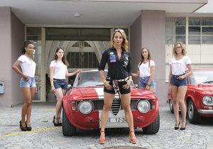Na desítky historických aut se mohou těšit návštěvníci závodu Revival na brněnském výstavišti. Uvidí například i Alfu Romeo.