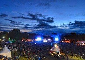 Atmosféra vpodvečer při koncertech Johna Calea nebo kapely Massive Attack byla vynikající.