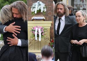 Tajný pohřeb maminky Báry Basikové. Utěšoval ji exmanžel Petr Polák.