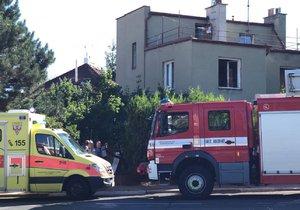 Na Novodvorské hořel rodinný dům.
