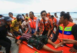 Záchranným složkám do značné míry pomohl kapitán trajektu, který loď navedl na pevninu, jakmile se začala potápět, uvedla policie. Ve snaze evakuovat zbytek cestujících záchranářům pomáhá i policie, armáda a místní obyvatelé.