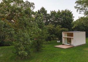 Mobilní domek s dispozicí loftu nabízí komfort pro moderní nomády.