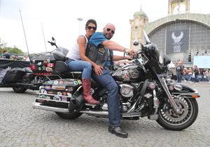 Na 115. výročí Harley-Davidson na pražském Výstavišti nemohli Pavel Šnajdr s  Najah Obeid chybět. Nenechte se zmást – přes cizokrajně znějící jméno je Najah Češka jako lusk!