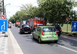 Radnice Prahy 14 řeší způsob jak zklidnit dopravu v Hostavicích. (ilustrační foto)