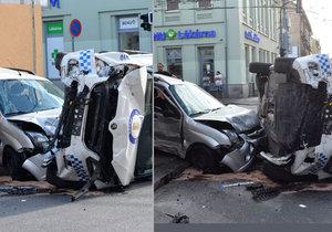 Vůz strážníků se loni srazil v centru Plzně s autem, ve kterém cestovala žena s dítětem.