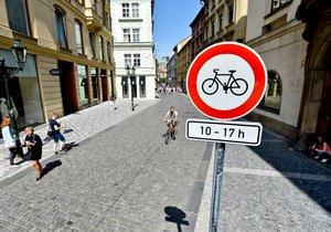 Soud zákaz kol v centru Prahy zrušil.