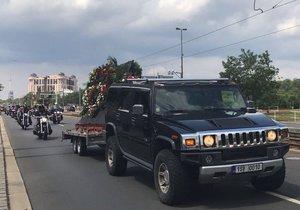 Motorkáři z Hells Angels dorazili v průvodu do strašnického krematoria, aby se rozloučili se zesnulým kolegou.