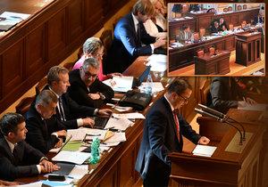 Jednání o důvěře trvá už hodiny. Ministři musejí být přítomní a hlásit se i o cestu na záchod