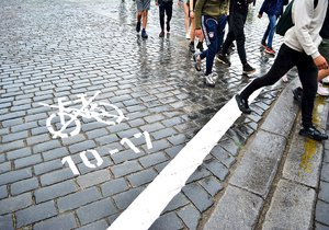 Soud zrušil omezení cyklistů v centru Prahy před 4 měsíci, značení na zemi stále zůstává.