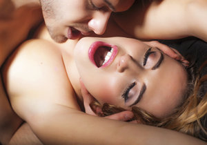 Jaké to je a jak dosáhnout ženské ejakulace, s tím se svěřilo několik žen na internetu