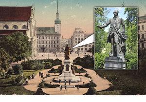 Původní sousoší stávalo na dnešním Moravském náměstí. V roce 1919 pomník strhli legionáři, socha císaře, dílo Antona Breneka, dnes stojí v parku psychiatrické léčebny v Brně-Černovicích.