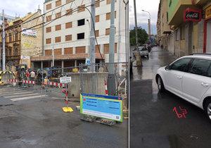 Bezohlední řidiči si v Libni zkracují cestu po chodníku.