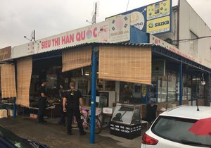 V tržnici Sapa odhalili policisté a pracovníci celní správy tisíce padělků bot i porušování EET. (ilustrační foto)