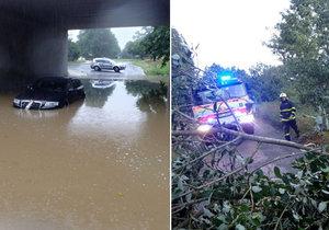 Výstraha před povodněmi na severu Moravy trvá. Hasiči vyjíždějí k popadaným stromům i utopeným autům.