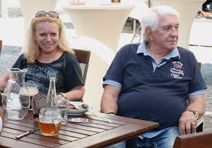 Manželé Krampolovi na slavnostním otevření pivovaru.