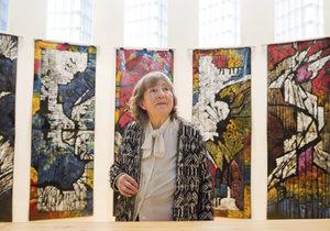 Paní Jiřina Adamcová. Její tvorba je zastoupena v Národní galerii, vystavovala i v zahraničí a na svědomí má rovněž nemálo děl, která dodnes zdobí veřejný prostor.
