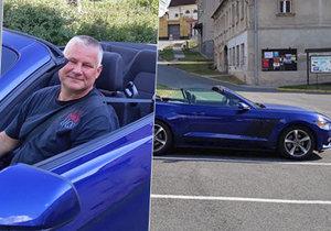 Kajínek v novém autě: Z mercedesu přesedl do mustanga za 1,5 milionu.