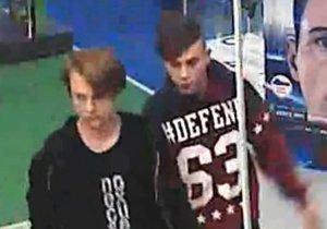 VIDEO: Vzali, co jim nepatřilo: Mladí zloději z Holešovic ukradli naditou peněženku